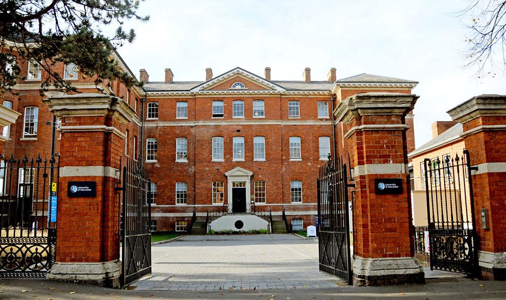 Top ten best universities for advertising in UK