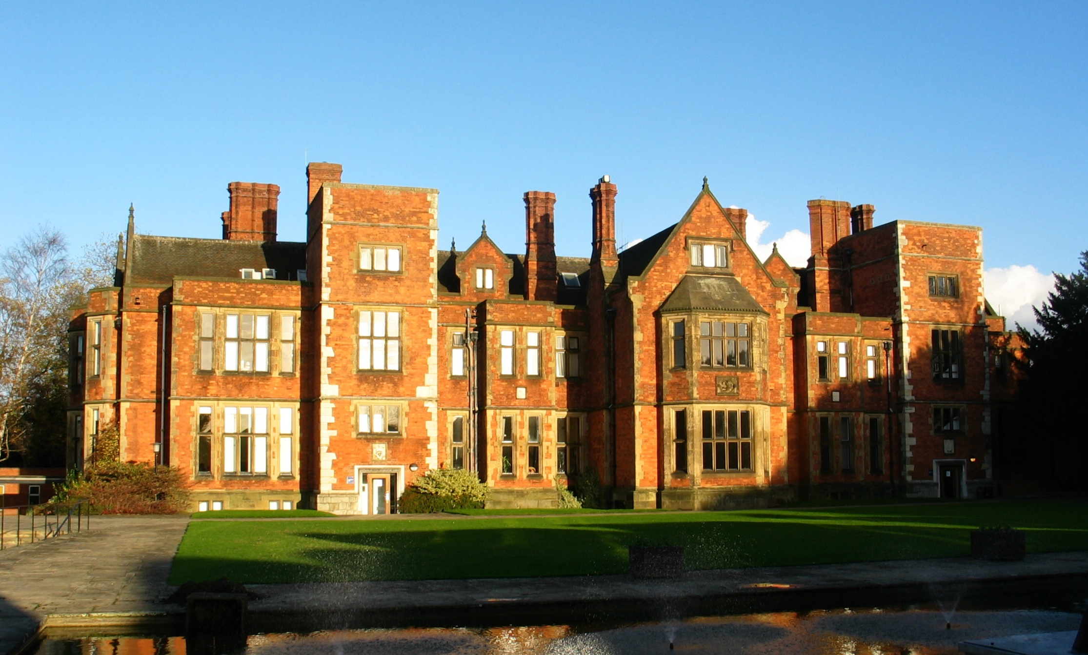 To Ten Best Universities For English Language And Literature In The UK
